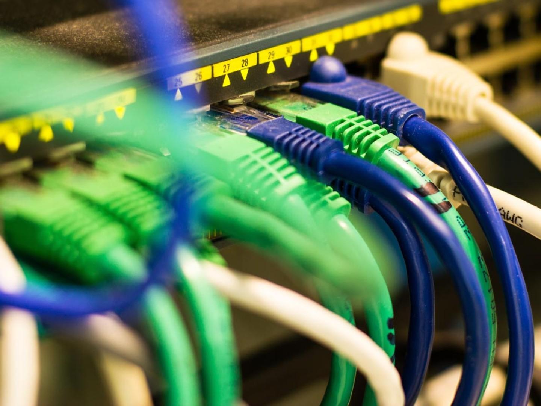 netzwerk-verkabelung-cat6-switch-firewall